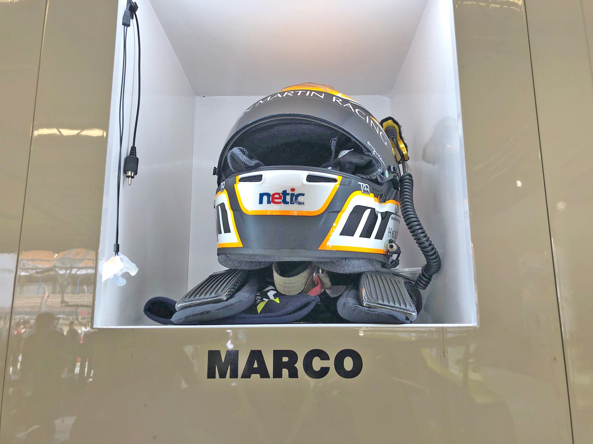 Aston Martin hjelm